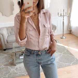 бледно розовая блузка