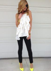 шифоновая блузка с черными джинсами