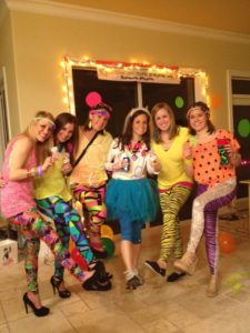какую одежду выбрать девушке для вечеринки в стиле 80 х