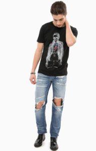 рваные джинсы и футболка фото