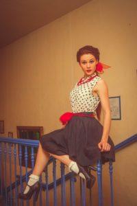 Одежда стиляги  для девушек: фото модных образов