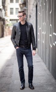 с чем сочетаются джинсы цвета индиго в мужском гардеробе