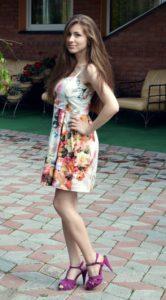 Девушки в летних платьях:     фото стильных образов