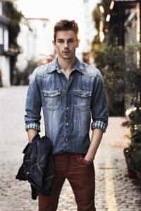 с чем носить мужскую джинсовую рубашку