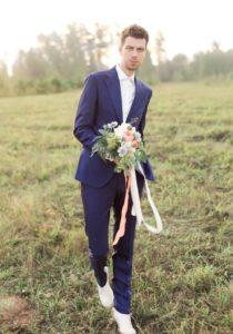 современный мужской свадебный костюм