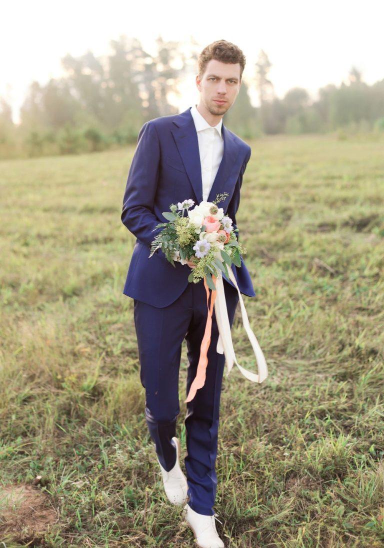 костюм жениха на свадьбу фото летом