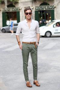 с чем носить джинсы цвета хаки
