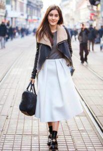 Какую верхнюю одежду носить с юбкой миди зимой