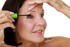 Повседневный макияж лица для женщин 50 лет: 9 трюков и советов визажиста