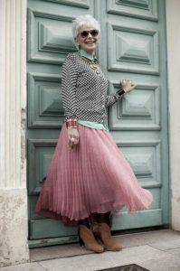 Как одеться женщине в 50 лет
