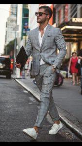 Как выбрать кроссовки под мужской костюм
