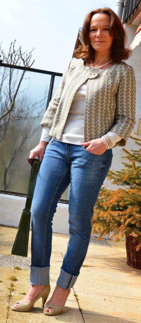 9 фасонов джинсов для женщин 50 лет