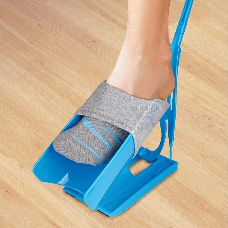 Лучшие приспособления для надевания носков для инвалидов и пожилых людей