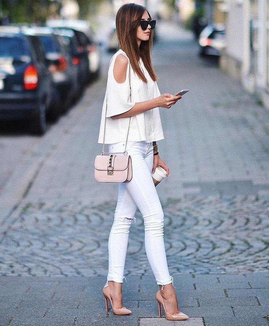 коллекции белые туфли на каблуке под джинсы фото музей включает