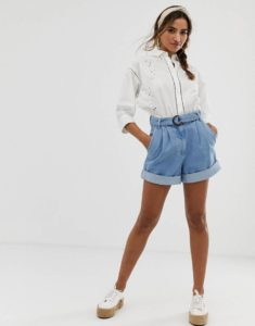Идеи стильных образов с  женской белой рубашкой