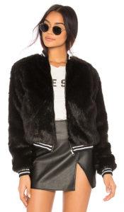 Как носить женскую куртку бомбер?