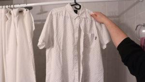 Как разгладить складки на  мятой одежде без утюга?