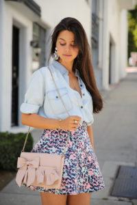 Как носить короткую юбку?