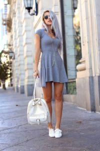 Как носить женские кроссовки с разными нарядами?
