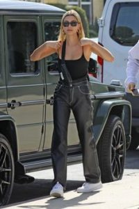 Как создать стиль Хейли Бибер в одежде?