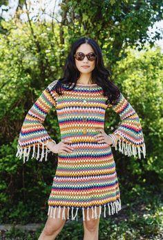 Как стильно сочетать свитер с платьем?